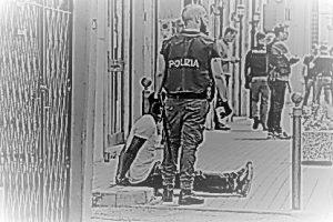 Maxi-blitz-alla-stazione-di-Mestre-a-caccia-di-pusher-e-droga-operazione-in-diretta-Facebook--415x277